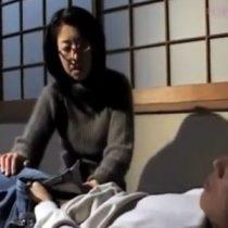 【近親相姦】五十路の母が息子に肉体関係を強要。母が無理やりズボン脱がしてフェラを始める