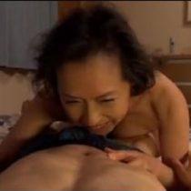 高齢の母と息子が家庭内で母子相姦の日常が生々しい、肉欲に溺れた親子愛の濡れ場 近親相姦 熟女動画