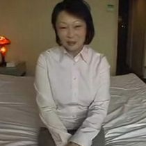 【無修正】ナンパした色白美乳の五十路熟女!経験少なめということで、バイブとディルドを使い濃厚セックス