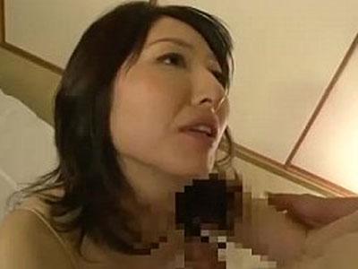 お母さんのオナニーを目撃した息子…四十路の完熟マンコに引き寄せられて近親相姦へ… 熟女動画