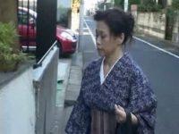 【無修正熟女動画】還暦を迎え上品な着物姿の母が向かった先は1人暮らしの息子に会い近親相姦。