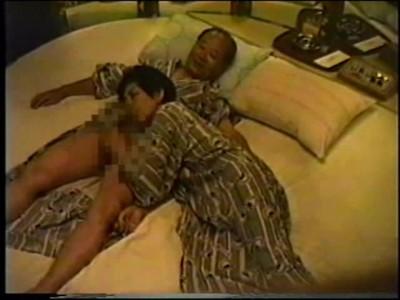 熟年夫婦が老舗ラブホテルの一室に仕掛けられた隠しカメラで性生活が隠し撮りされる盗撮映像 熟女動画