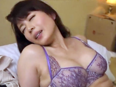 【不倫熟女動画】50歳過ぎたとは思えない魔性の美しさを持つ主婦と一泊二日の旅行でとにかくハメまくる。