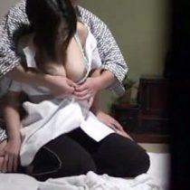 【マッサージ熟女動画】むちっとして熟れた肉体がエロすぎたマッサージ師のおばさんを口説いてセックスする事に成功した記録映像