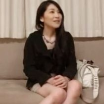 40代美魔女素人主婦がバイブ初体験で濡れまくり。淡白な夫のセックスに飽き飽きしていた欲求不満が爆発 熟女動画