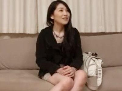 【素人熟女動画】40代美魔女主婦がバイブ初体験で濡れまくり。淡白な夫のセックスに飽き飽きしていた欲求不満が爆発