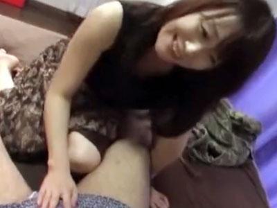 【筆おろし 熟女動画】童貞ちんぽを笑顔で撫でる四十路妻が大人の女の魅力でセックスの良さを体で教え込みます