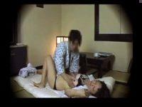 田舎の旅館で宿泊中に呼んだ美人の三十路マッサージ師と性交するまでの一部始終を盗撮  熟女動画