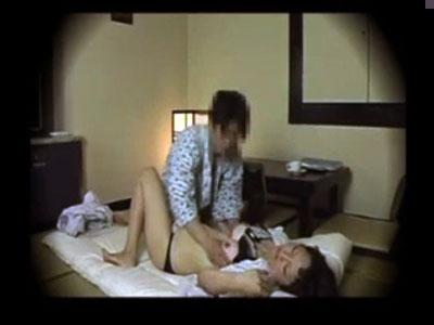 【盗撮 熟女動画】田舎の旅館で宿泊中に呼んだ美人の三十路マッサージ師と性交するまでの奇跡を隠し撮り。