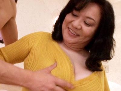 【愛田正子】全身が性感帯というドスケベ豊満ボディの五十路人妻が自慢のおっぱいを揺らして激しいセックス