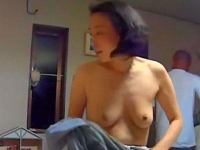 【無修正】息子と母親による素人母子相姦の本物セックス映像を投稿して唖然となった近親相姦映像 熟女動画