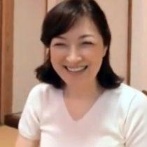 【無修正】笑顔が素敵なもうすぐ五十路になるぽっちゃり主婦がバイブ初体験からの生ハメ中出しのフルコースに大満足
