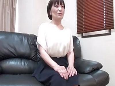 【無修正】セックスすることが大好きなのに夫に見向きもされなくなった四十路主婦がハメ撮りでいきなりの生中出し