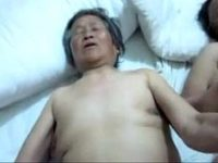 【無修正】介護中の90歳近いおばあちゃんのおまんこにちんぽを挿入して性欲処理する職員の自撮り映像が衝撃