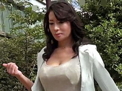 【北島玲】豊熟なスケベボディーの美魔女が足早に目的地へ向かうのはおちんぽが欲しくてたまらないから