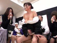 葬儀中に発情した男が未亡人の和服を脱がせて遺影の前で中出しセックスするとんでもない事態が発生w【三浦恵理子】