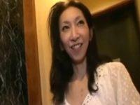 【無修正】最近離婚したモデル体型のスレンダー五十路熟女とホテルで中出しハメ撮りセックス 熟女動画