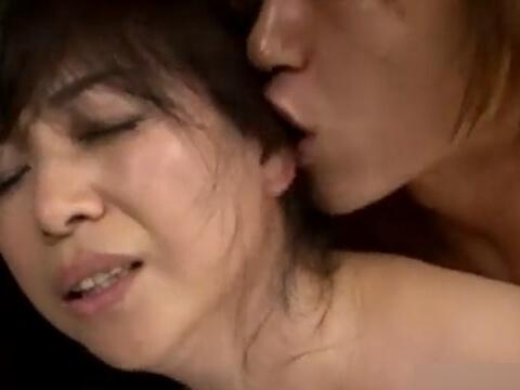 【素人】熟れた身体とチャラ男チンポ!若いチンコにハメられ感じまくる五十路熟女の不倫セックス