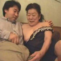 【素人】まだまだ女を捨ててない乳首が敏感な還暦熟女とのホテルセックス!