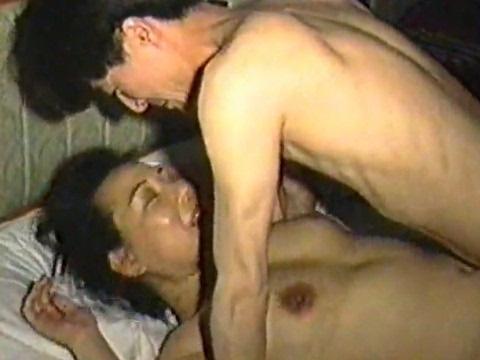 【素人】昭和感漂う主婦が密会不倫している無修正セックス動画の流出映像を発見!