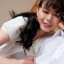 溺愛する息子のために母子家庭の五十路熟女が思春期の性の悩みを解決方法が近親セックスで筆おろし 三浦恵理子 熟女動画