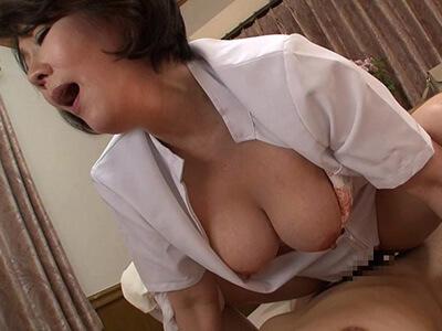 【円城ひとみ】熟女ナースに発情した患者が入院生活で溜まった性欲を発散するため迫った結果・・・
