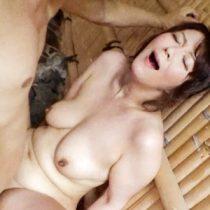 円城ひとみ 不倫旅行の露天風呂でイキまくり