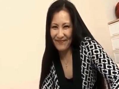 【無修正】 息子の友達のオナニーを発見した浅野温子似の淫乱熟女が誘惑して・・・ 熟女動画
