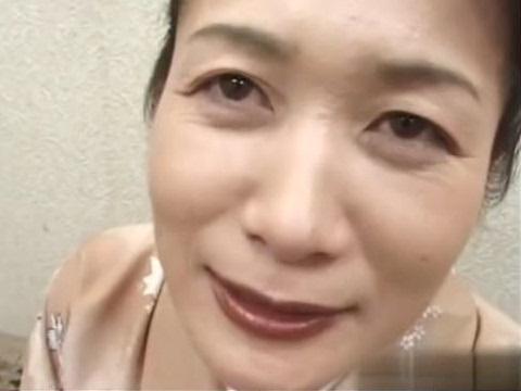 【無修正】51歳の和服美人熟女がマンネリ旦那に内緒でAV出演!若い男優の激しいピストンで乱れまくる