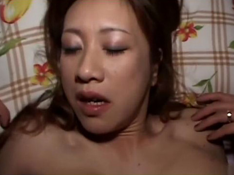 【無修正】「精子欲しい!」と喘ぐドスケベ巨乳美人団地妻のぐちょぐちょまんこに挿入! 熟女動画