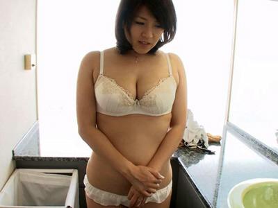 ハプニングバーで性欲を満たしていた淫乱なFカップの巨乳四十路熟女とラブホテルで濃厚セックス 笹山希