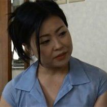 嫁の入院で家事の手伝いに来てくれた豊満体型の爆乳義母と二人きりになって・・・ ヘンリー塚本 熟女動画