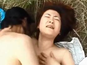 【無修正】田舎で言葉巧みにナンパした四十路主婦と河川敷で青姦セックス 熟女動画
