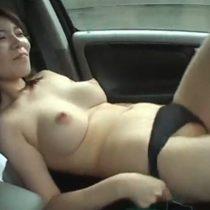 旦那には内緒で不倫相手とホテルに向かう途中の車内でローターオナニー露出プレイしちゃう素人四十路主婦 熟女動画