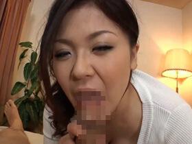 【無修正】欲求不満でチンポ大好きな淫乱な素人団地妻の主観フェラ顔の動画がこちら・・・ 熟女動画