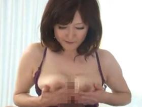 【無修正】爆乳五十路熟女がおっぱいを激しく揺らしながら喘ぎまくり中出しセックス! 熟女動画