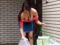【無修正】ゴミ出しの時に巨乳の谷間がものすごい見えてた人妻を尾行して・・・ 熟女動画
