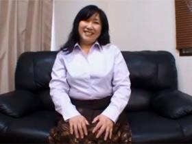 【無修正】52歳のぽっちゃり素人主婦が旦那に内緒でAV出演で中出しセックス 熟女動画