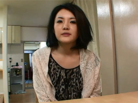 【無修正】結婚10年目の素人エロ妻の町田咲(35)さんがアダルト出演、カメラの前で本番中出しセックス  熟女動画