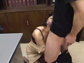 教育熱心な還暦の女校長先生がヤンキー生徒達に集団レイプされてしまい性奴隷状態に… 里中亜矢子 熟女動画