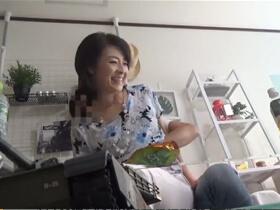 【不倫】美人熟女を部屋に連れ込んで寝取ることに成功したナンパ師がこっそり隠し撮りしていた動画が流出!