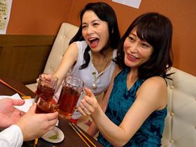 相席居酒屋で知り合った美熟女2人にお持ち帰りされてハーレム状態で3Pセックス 井上綾子 織田玲子 熟女動画