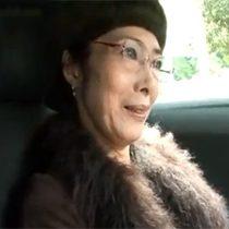 【無修正】今年で60歳の還暦を迎える高級マンションに住む素人マダムが家族に内緒でAV出演して生中出しセックス 熟女動画