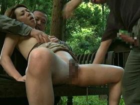 犯されたい願望があるドMな美魔女社長夫人が中年男性2人と山中で青姦セックス 風間ゆみ 熟女動画