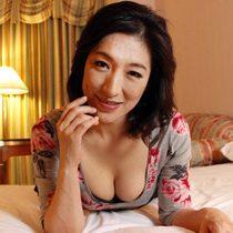 【無修正】45歳のド淫乱な巨乳熟女が若者を誘惑して中出しセックス 松本まりな 熟女動画