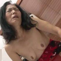 【無修正】欲求不満な熟女が久々のセックスで若いチンポに喘ぎまくり悶絶絶頂!