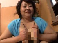 ぽっちゃり体型で爆乳おっぱいの素人主婦がパイズリフェラチオでオチンポご奉仕! 熟女動画