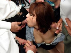 【白木優子】色白でスタイル抜群の人妻OL!電車で集団痴漢にあい、輪姦セックス 熟女動画