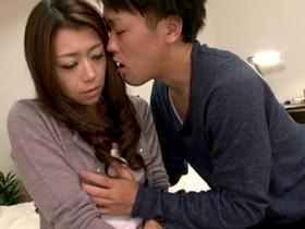 家に遊びに来た息子の男友達に性の相談されて身体を許してしまうイケない美人母 北条麻妃 熟女動画