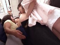 若い男とセックスがしたい主婦3人組がおばさんの熟練したテクニックを駆使して満員電車で集団逆痴漢 熟女動画